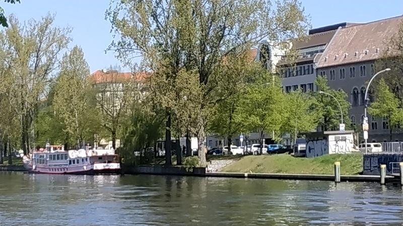 Берлин. Река, прогулочный пароход