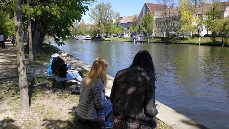 Берлин. На берегу реки в процессе рисования