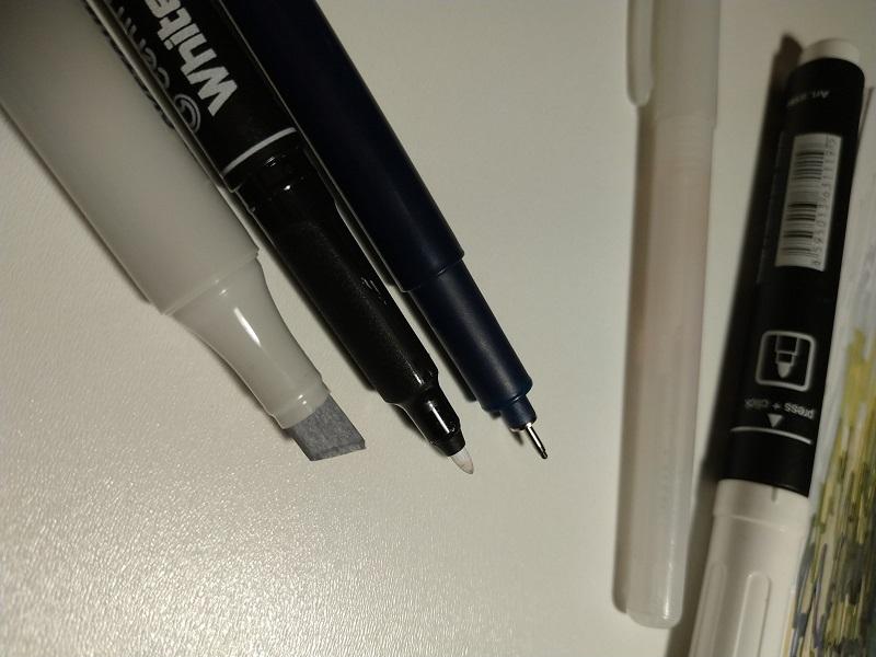Материалы для урбан скетча. Спиртовые маркеры и линеры белый и черный